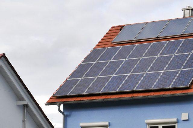 Energieplushaus mit Solarzellen